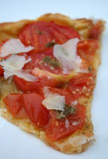 Tarte fine pesto tomate